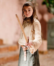 Maisie Williams UNSIGNED photo - E434 - Game of Thrones