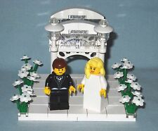 NEW LEGO WEDDING GAZEBO CAKE TOPPER WITH BLONDE BRIDE AND BROWN HAIR GROOM
