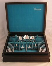 WOODMERE Design ONEIDA COMMUNITY 66 Piece Stainless Steel Canteen of Cutlery