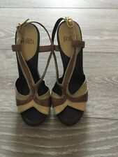 FAITH LEATHER HEELED WOODEN PLATFORM SANDALS PLATFORM SZ 5 Mustard & Brown NEW