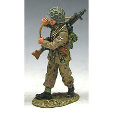 King & Country WS058-C, (WS58-C) Single Figure Soldier walking with machine gun!