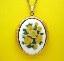 Porcelain YELLOW ROSES & DAISY CAMEO Locket Pendant Necklace for Valentine Gift