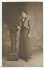 BM546 Carte Photo vintage card RPPC Femme mode fashion décor studio manteau noir