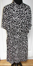 Diane von Furstenberg Silk Black and White Semi Snap Closure Dress Size 6