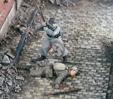 """Verlinden 1/35 """"Out of Ammo"""" German and Russian Soldiers WWII (2 Figures) 2253"""