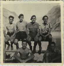 PHOTO ANCIENNE - VINTAGE SNAPSHOT - GROUPE SCOUT SCOUTISME HOMME BÉRET MUSCLE