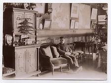 PHOTO ANCIENNE Portrait Vieil Homme Assis Intérieur Salon Vers 1900 Casquette