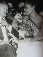 Photo presse vintage 1963 acteur Curd Jurgens et sa femme
