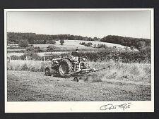 AGRICULTURE / Fouanage de LUZERNE en TRACTEUR RENAULT en 1992 / FAGE 92.471
