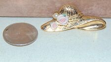 VINTAGE GOLD TONE HAT BROOCH PIN WITH 1 FAUX PEARL AND 2 PINK ROSES
