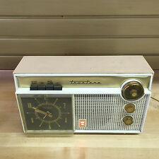 Truetone Tube Radio - Model DC2086A– 1950's – mid-century design.