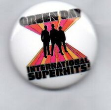 GREEN DAY INTERNATIONAL SUPERHITS - NEW BUTTON BADGE - AMERICAN PUNK ROCK BAND