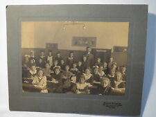 Berlin - Lichterfelde - Schule - Klasse - Schulklasse mit Lehrer Mädchen / Foto