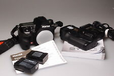 PENTAX K5/K-5 DSLR CAMERA W/GRIP/2 BATTERIES MINT-