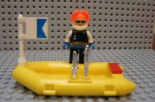 Lego Minifig Ocean DIVER Flag Dark Gray RAFT Fins AIRTANK Mask & Chrome Weapons