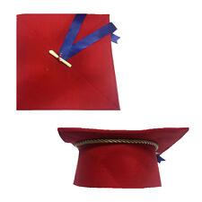 LAUREA cappello tocco laurea in feltro rosso con fiocco e pergamena 25x25 cm
