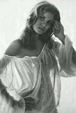 RAQUEL WELCH MOVIE SUPER STAR 8X10 PHOTO