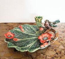 Belle coupe en céramique ancienne, barbotine à décor d'oiseau et fleurs.