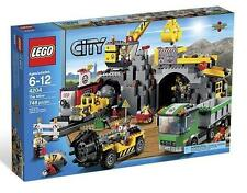 Lego City Town Mining 4204 Gold THE MINE Crane Train Minerals Minifigures NISB