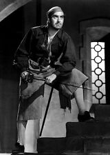 Tyrone Power UNSIGNED photo - D1620 - The Black Swan