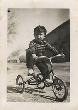 PHOTO ANCIENNE - VINTAGE SNAPSHOT - ENFANT VÉLO TRICYCLE - CHILD BIKE