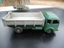 dinky toys  made in France Simca Cargo à benne  n° 33