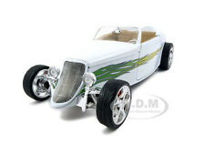 1933 FORD CONVERTIBLE WHITE 1:18 DIECAST MODEL CAR BY ROAD SIGNATURE 92838