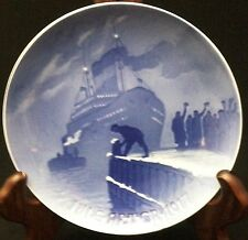 1917 Bing & Grondahl Christmas Plate - Arrival of the Christmas Boat