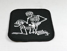 Patch Biker   skull  a genoux  airesoft,paintball,bikers,,custom,décoration ,
