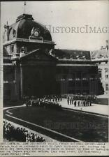 1940 Press Photo Adolf Hitler visited Hotel Des Invalides in Paris - spa63281