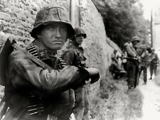 WWII Photo German Troops in Action MG Ammo  WW2 /2097