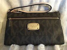 NWT MICHAEL MICHAEL KORS PVC JET SET LARGE WRISTLET IN BROWN