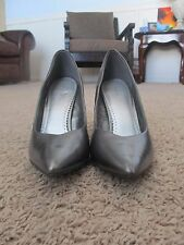 Fioni  {Lady US Size 9}  Pointed-Toe Pump Silver Shoe