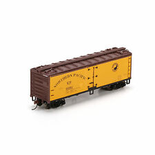 Roundhouse # 85616 40' Wood Reefer, NORTHERN PACIFIC # 90012  HO Scale MIB
