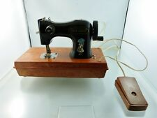 VINTAGE HOLLY HOBBIE CHILD'S SEWING MACHINE ELECTRIC not working BY DURHAM USA