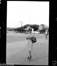 Femme Saint-Dié-des-Vosges rue Thiers Pont - négatif photo ancien 35mm an.60 70