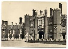 hampton court palace middlesex the great gatehouse and the bridge