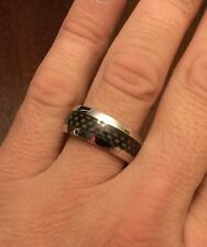 8MM  POLISHED STAINLESS STEEL BLACK CARBON FIBER INSERT BAND/ RING  - SIZE 6