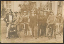 CARTE PHOTO GROUPE D' HOMMES DONT CYCLISTES VELO