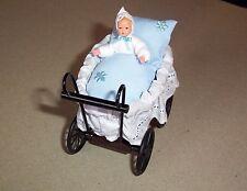 Puppenstubenzubehör,Miniatur, Caco (Canzler),Korbkinderwagen hellblau mit Baby 1