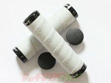 Giant Double Lock-On Giant Logo Silver Color Handlebar Tape Grips