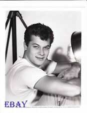 Tony Curtis sexy in t-shirt VINTAGE Photo  circa 1957