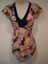 Sweet Pea V neck Top Size Small Ties in Back CUTE