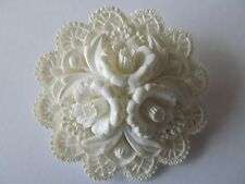 VINTAGE WIDE ROUND CHALK WHITE TONE CREATED FLORAL DESIGNED CELLULOID BROOCH PIN