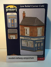 BACHMANN SCENECRAFT - LOW RELIEF CORNER CAFE - 44-230 - NEW BOXED ITEM