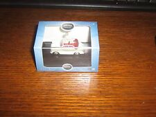 OXFORD DIE-CAST - MORRIS MINOR CONVERTIBLE (HOOD DOWN) WHITE & RED - 00 / 1:76