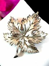 LOVELY 1960'S CROWN TRIFARI SILVER-TONE FINISH OPEN WORK MAPLE LEAF BROOCH PIN