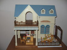 SYLVANIAN FAMILIES Courtyard Restaurant with lots of accessories