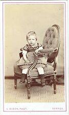 Photo cdv : L.Gigon ; Petite fille assise dans un fauteuil , vers 1865