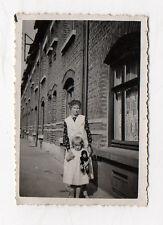 PHOTO ANCIENNE Vintage Snapshot Enfant Fille Poupée Poupon Jeu Jouet Vers 1940